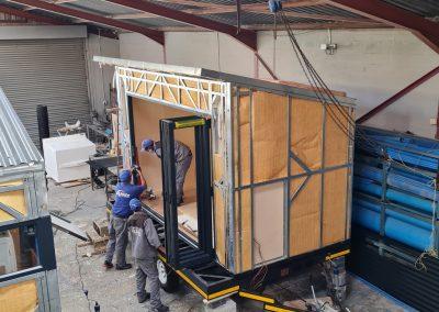 Installing the aluminium doors